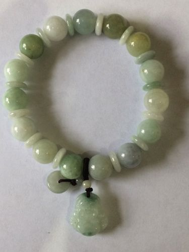 Elasticated bracelet with 8mm jade bead